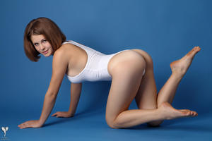 http://img173.imagevenue.com/loc101/th_365039164_tduid300163_silver_angels_Sandrinya_I_whiteswimwear_1_053_122_101lo.jpg