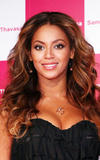 Apparitions 2008-2009 - Page 4 Th_00863_beyonce-knowles-10159-4_122_108lo