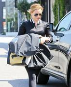 http://img173.imagevenue.com/loc390/th_202633672_Hilary_Duff_out_and_about_in_LA3_122_390lo.jpg