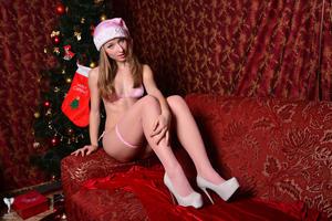 Kira - Sexy Pink Christmas [Zip]b5m5ffsqow.jpg