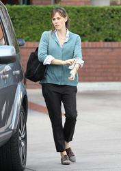 Jennifer Garner - out in Brentwood 12/17/13