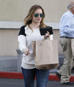 http://img173.imagevenue.com/loc507/th_834263111_Hilary_Duff_shops_at_Ralph_s_in_Beverly_Hills3_122_507lo.jpg