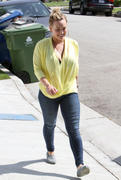 http://img173.imagevenue.com/loc594/th_505039498_Hilary_Duff_leaving_her_house_in_LA8_122_594lo.jpg