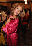 th_96801_fashiongallery_VSShow08_Backstage_AlessandraAmbrosio-37_122_922lo.jpg