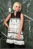 Ashlee Simpson Pregger-Boob Cleavage and Pokies: Foto 430 (���� ������� Pregger-Boob ����� � Pokies: ���� 430)